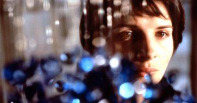 Krzysztof Kieślowski - Trois Couleurs: Bleu (Üç Renk: Mavi) Film Çözümlemesi